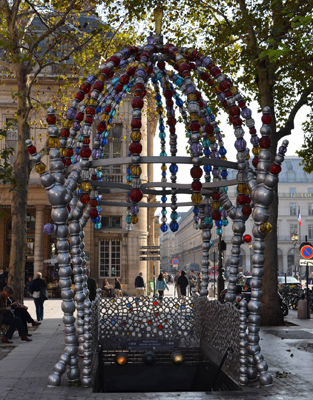 stop « Palais Royal » in Paris